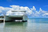 Boat on beach — Stock Photo