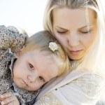 Mum's embraces — Stock Photo