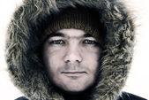 Ragazzo in cappuccio inverno — Foto Stock