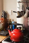 Kırmızı çaydanlık — Stok fotoğraf