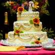 Wedding cake with flowers — 图库照片