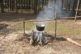 Kettle on fire in spring forest — Fotografia Stock