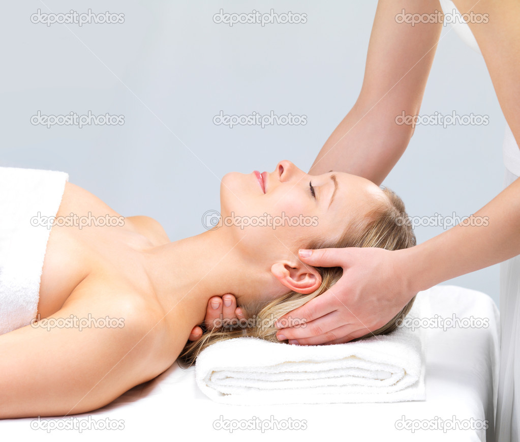 Smiling girl getting a massage - hands massaging  - Portrait of a beautiful woman relaxing with a head massage at the day spa. — Stock Photo #3223120