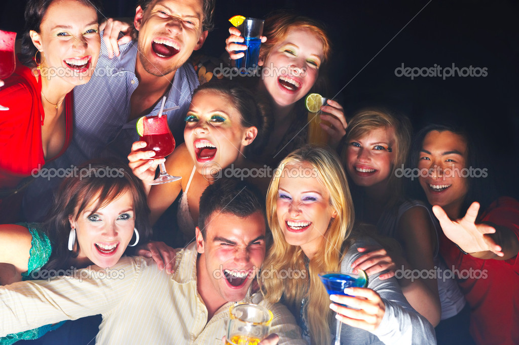 A group of young enjoying cocktails — Foto Stock #3224465