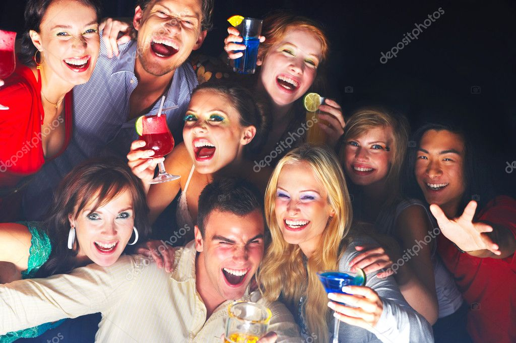 A group of young enjoying cocktails — Photo #3224465
