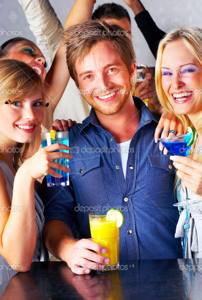 A group of young drinking cocktails — Stock Photo #3224518