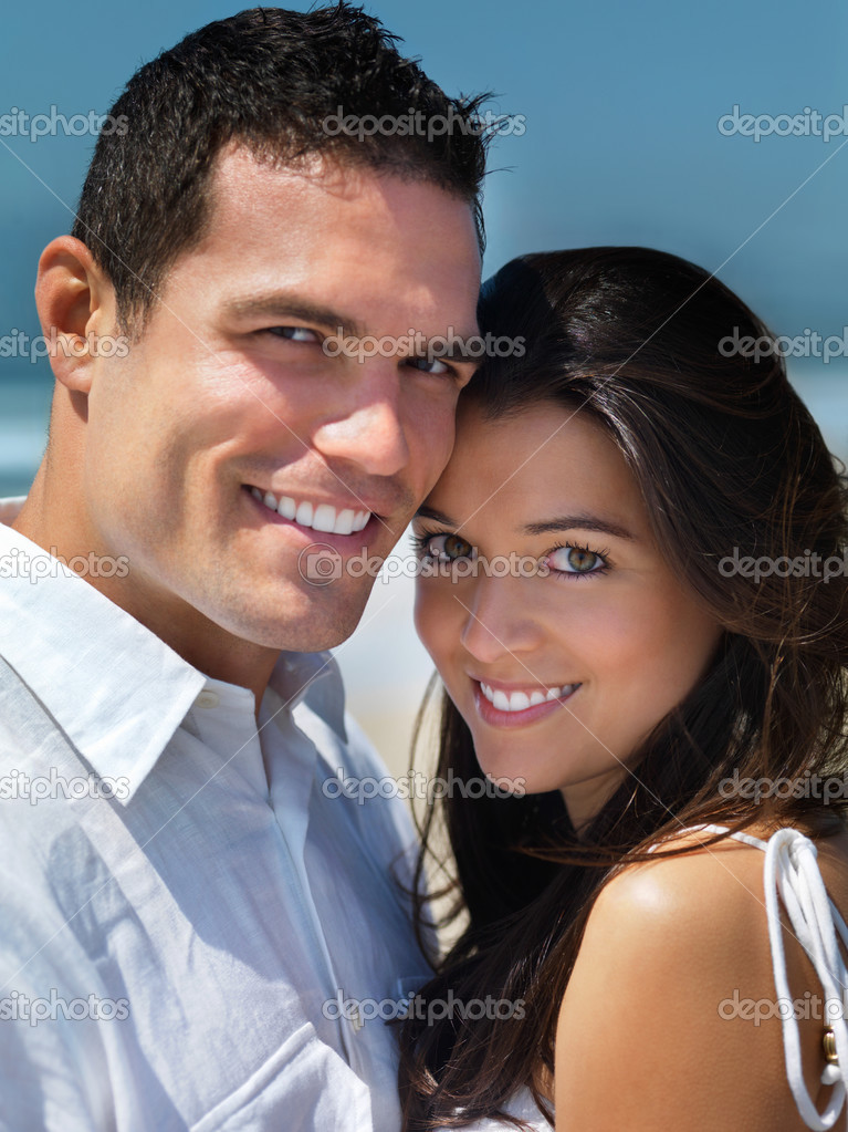 Close up portrait of a young smiling couple in love — Stock Photo #3225256