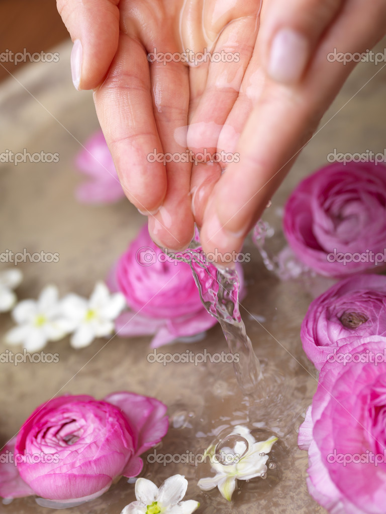 Spa and wellness details - Preparing an aromatherapy session, flowers, water and oils. — Stock Photo #3226766