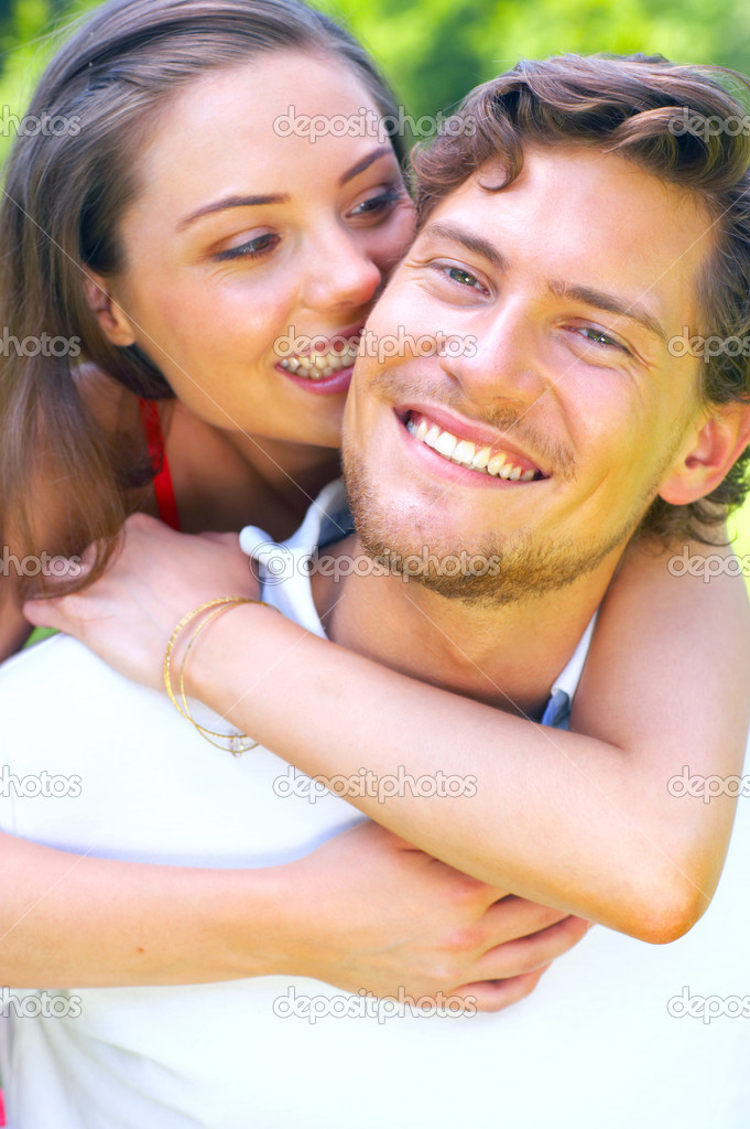 A portrait of a young couple enjoying a summers day — Stock Photo #3227573