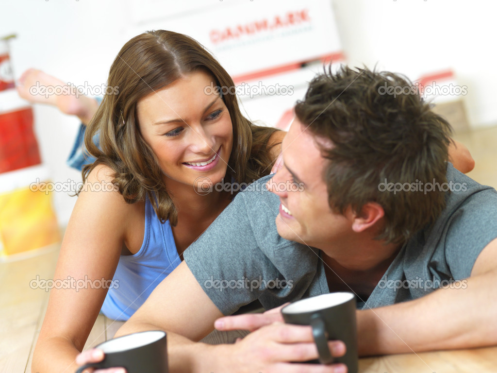 Young couple having fun in their new house — Stock Photo #3236857