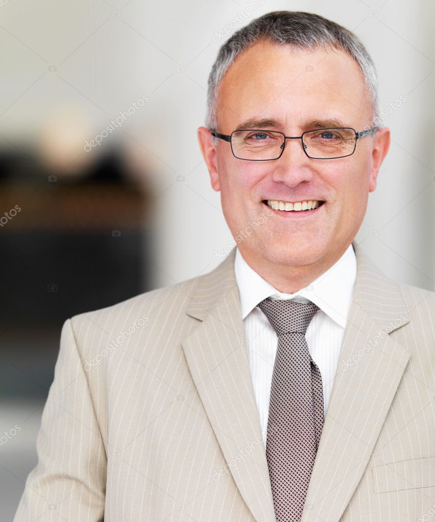 Close up portrait of a successful senior business man smiling — Stock Photo #3237734