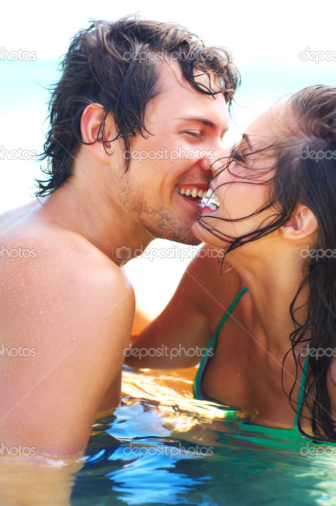 A portrait of a young couple in the sea — Foto de Stock   #3238109
