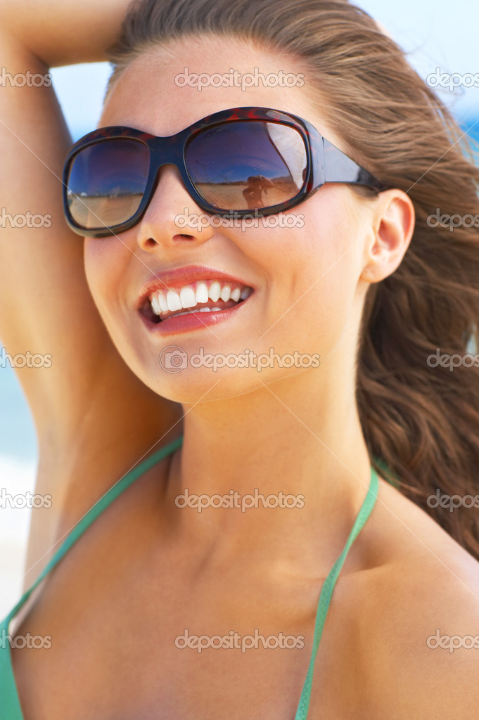 A beautiful young woman taking in the sun at the beach in Greece — Stock Photo #3238929