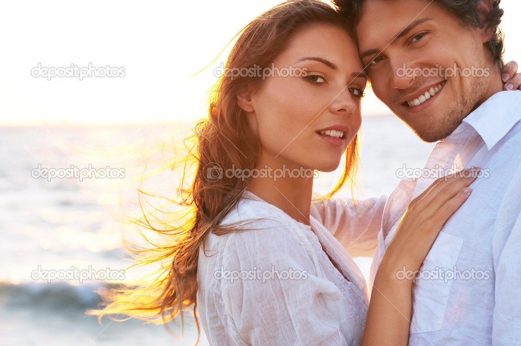 A wonderful sunset and a warm loving hug. What could possibly be better. This picture is one of my personal favorites. — Stock Photo #3239035