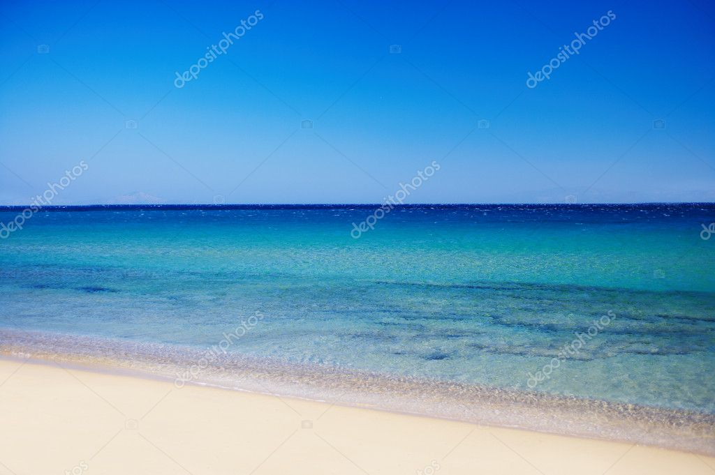 Picture of a tropical beach with beautiful blue water — Stock Photo #3239258