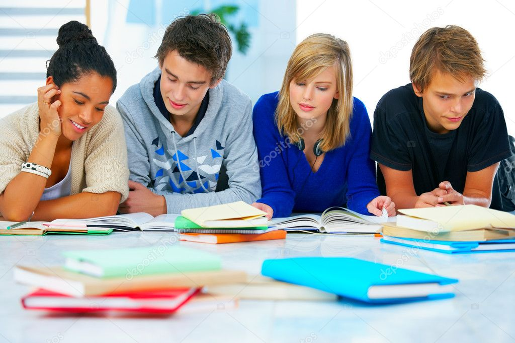 Young high school students in a modern and bright home environment — Foto Stock #3244687
