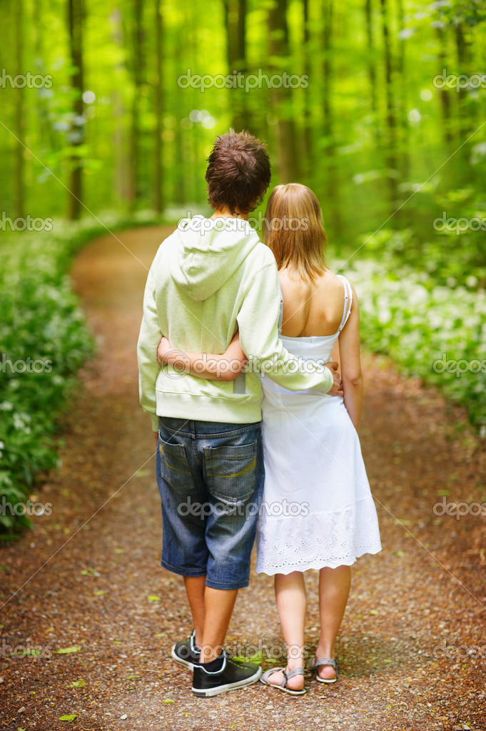 A portrait of a sweet couple in love. A walk in the forest,  enjoying the spring and each others company. This collections unique keyword is: younglove123 — Stock Photo #3245654