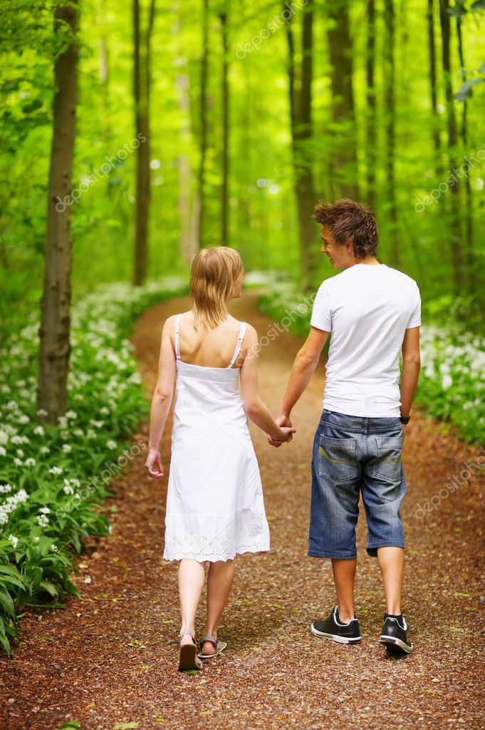 A portrait of a sweet couple in love. A walk in the forest,  enjoying the spring and each others company. This collections unique keyword is: younglove123 — Stock Photo #3245716
