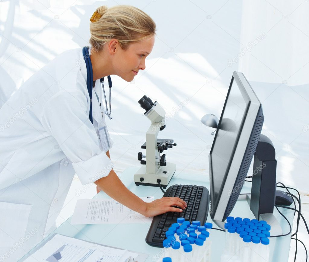 Beautiful young female researcher using computer in laboratory — Stock Photo #3269716