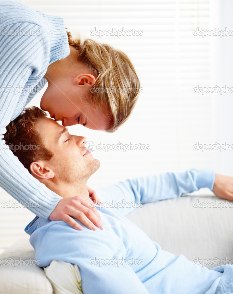 Side view of a young blond loving kissing a young man — Stock Photo #3294606