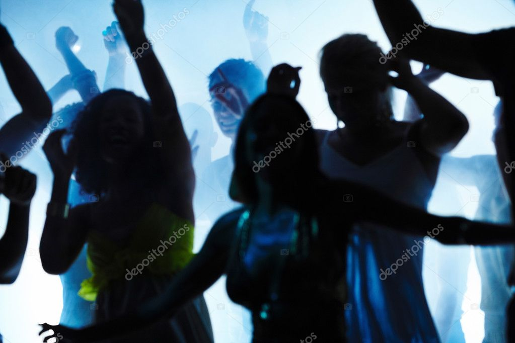 Group of young boys and girls dancing at nightclub — Stock Photo #3295905
