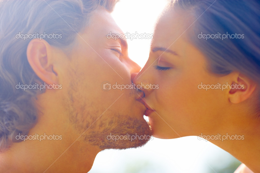 Closeup portrait of a romantic happy young couple kissing with eyes closed — Stock Photo #3299032