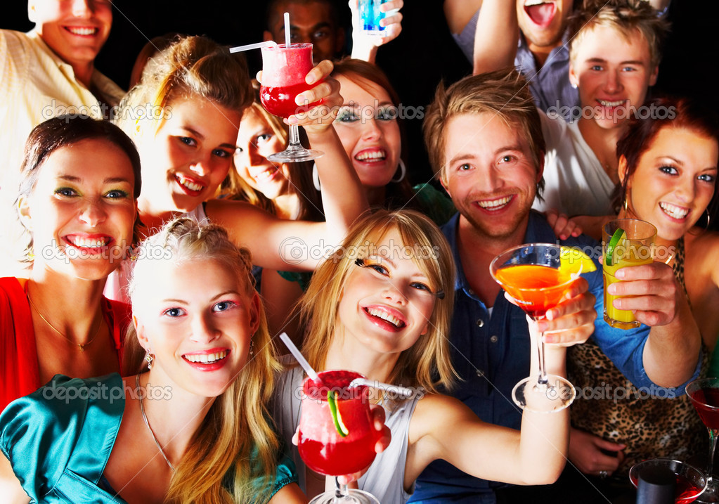 Group of young enjoying cocktails — Stock Photo #3299303