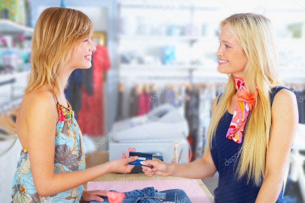 Продавец одежды 1