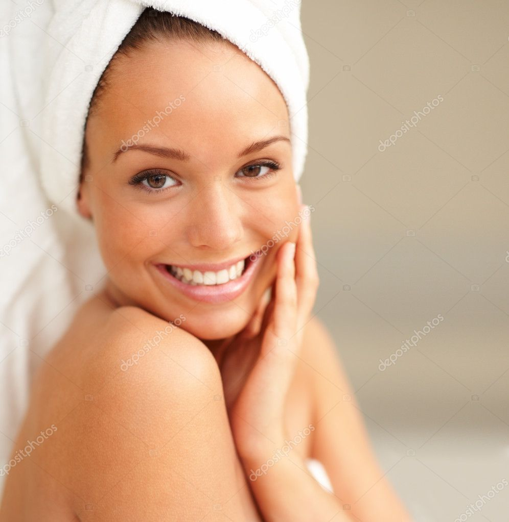 Closeup portrait of young beautiful woman after bath — Stock Photo #3299617