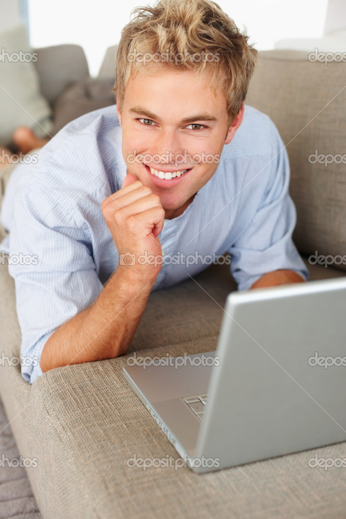 Portrait of a young business man working on a laptop — Stock Photo #3326138