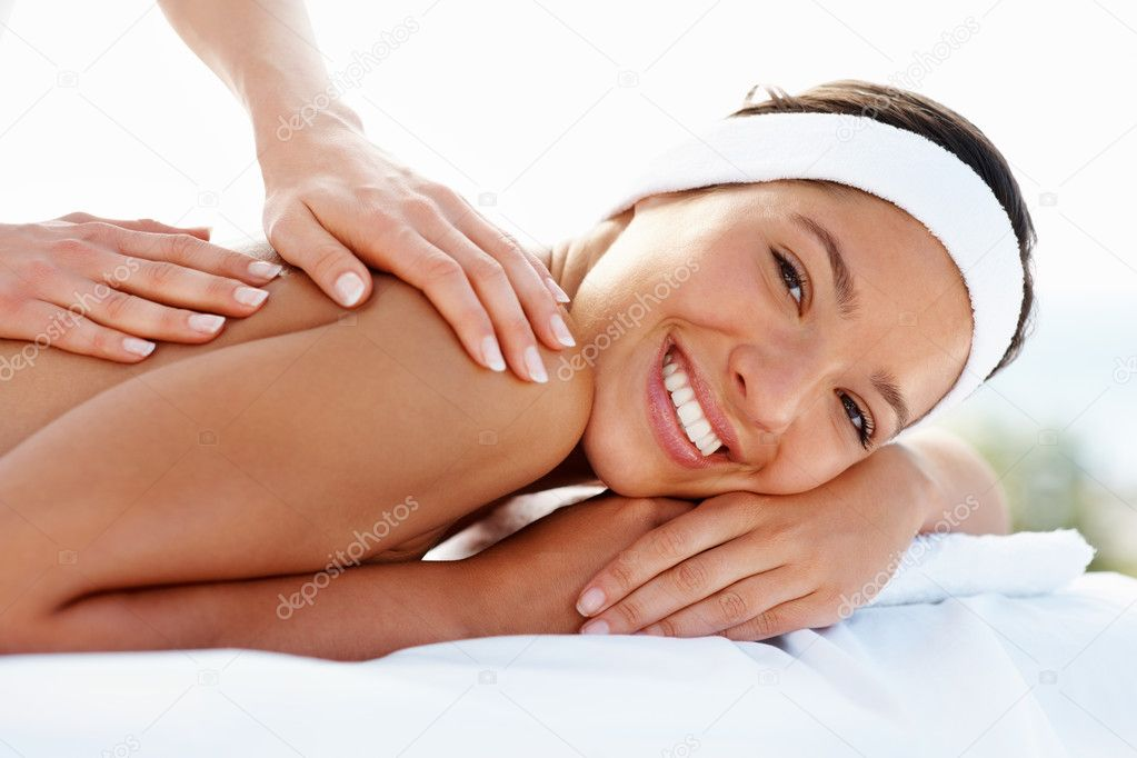 Happy lady getting a body massage — Stock Photo #3330003