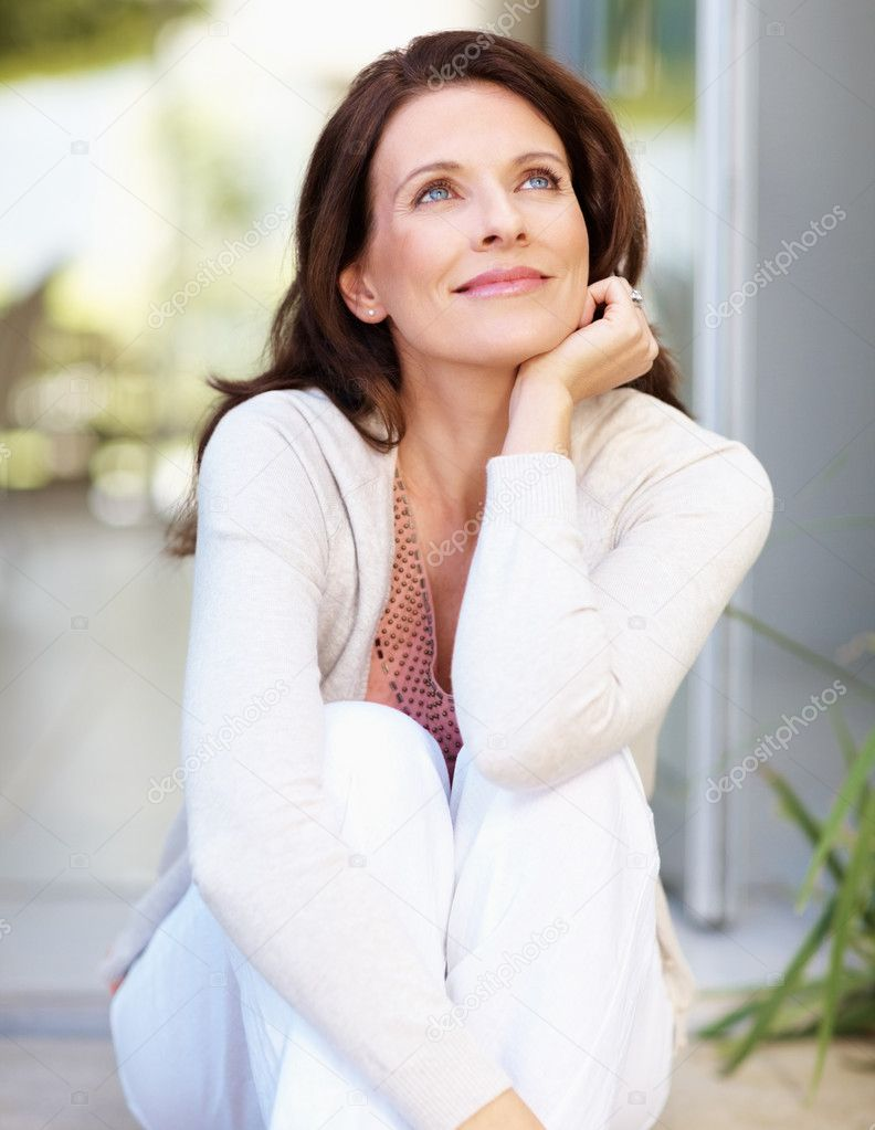 Lovely mature woman looking away in thought  Foto de Stock   #3354792