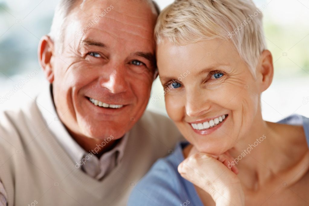 Closeup portrait of a happy old retired couple together — Stock Photo #3355657