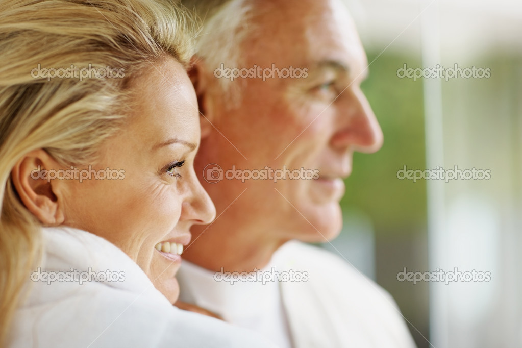Closeup portrait of a relaxed mature couple looking at something — Stock Photo #3359063