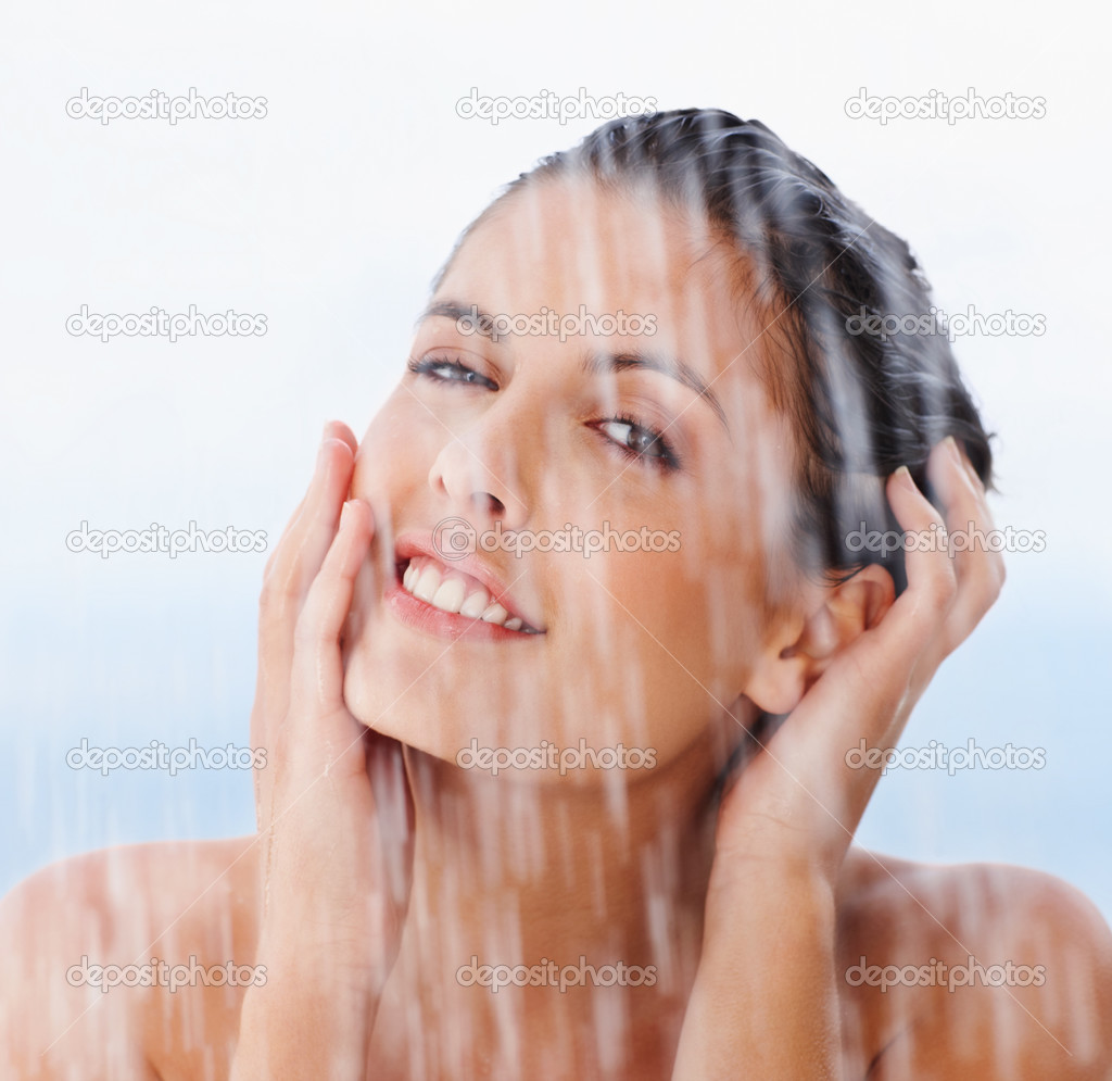 Closeup portrait of a smiling young woman shampooing her hair — Stock Photo #3359758