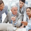 Senior business manager discussing work with his colleagues - Foto Stock