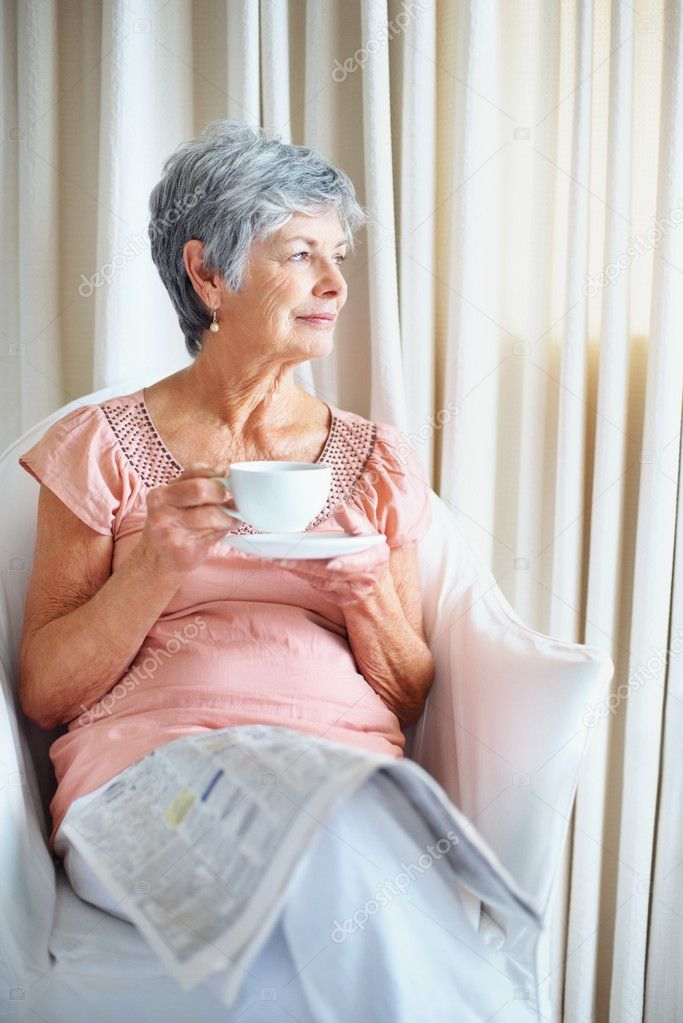Portrait of a senior woman drinking coffee while looking to her side — Stock Photo #3362678