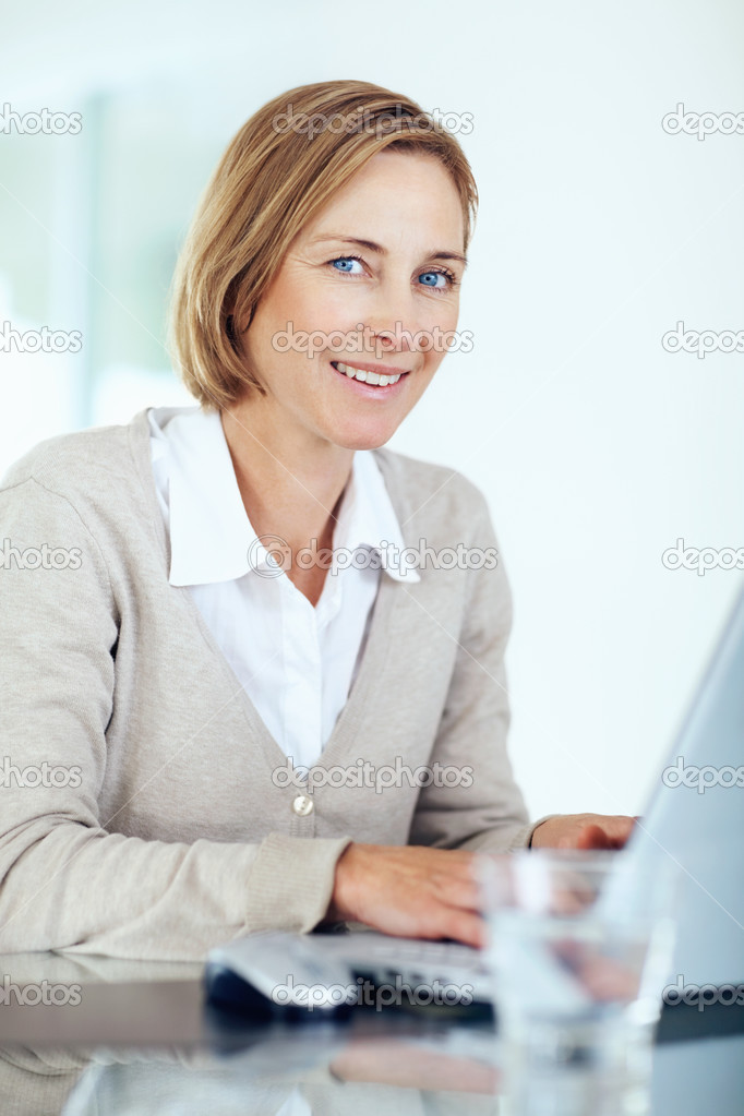 depositphotos 3364347 Portrait of beautiful mature woman with laptop at office Portrait of beautiful middle aged businesswoman working on laptop   Indoors