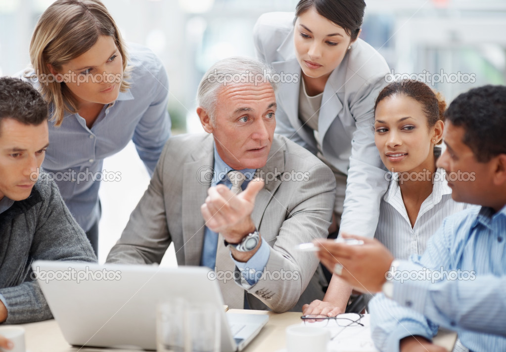 Business meeting - Senior manager discussing work with his colleagues — Foto Stock #3366231