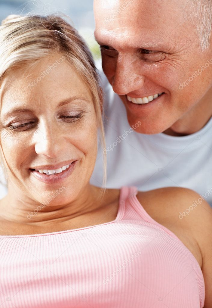 Closeup portrait of mature couple smiling together — Stock Photo #3368900