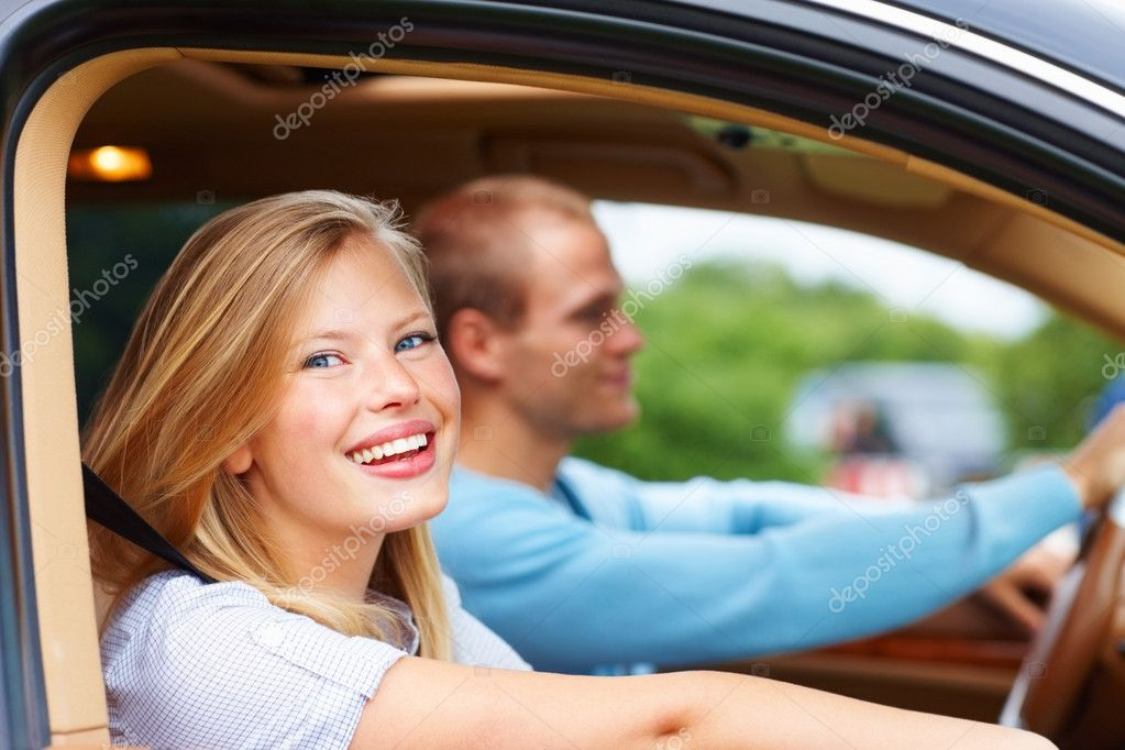 Portrait of a young woman smiling during a long drive in their new car — Stock Photo #3407569
