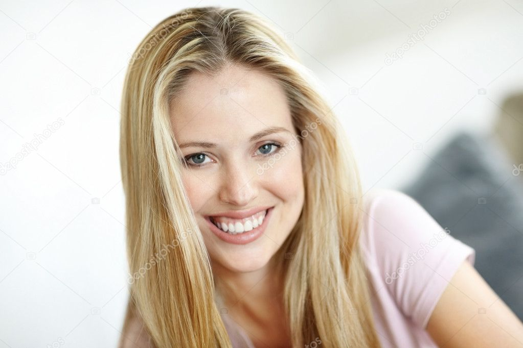 Closeup portrait of a happy young attractive woman smiling — Stock Photo #3463892