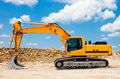 Excavatrice jaune sur chantier — Photo