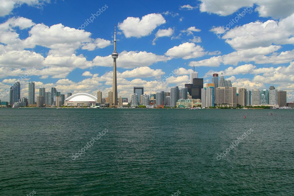 This is a photo of Toronto's skyline from lake Ontario — Stock Photo #2705873