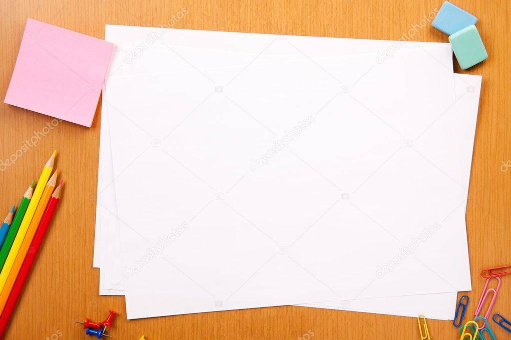 Set of pencils, erasers, post-its and other useful supplies for the school. There is a centered blank sheet for text writing — Foto Stock #2769334