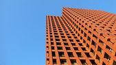 Edificio moderno colore rosso sopra — Foto Stock