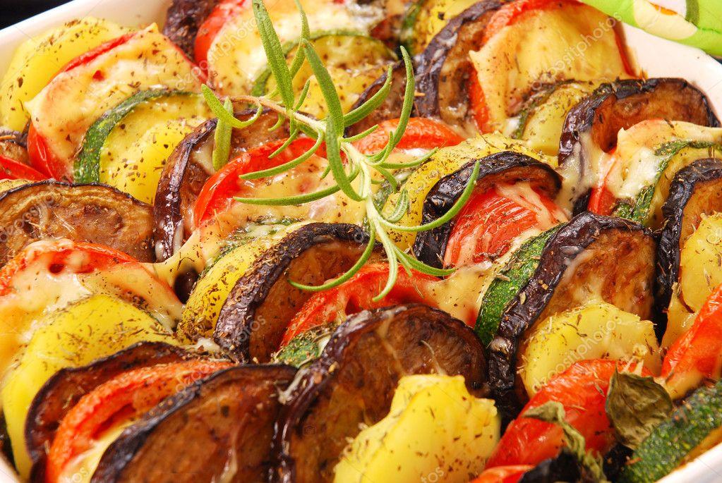 Verduras al horno con queso foto de stock teresaterra - Verduras rellenas al horno ...