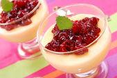 Deser z konfitura wiśniowa — Zdjęcie stockowe