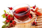 Kopje thee rozenbottels — Stockfoto