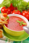 томатный крем-суп с крутонами — Стоковое фото